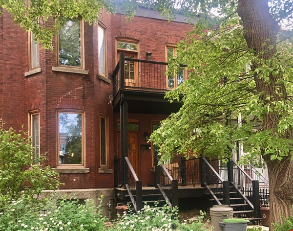 Luxurious NYC-style exposed red brick upper duplex 2brm & 2bth (~1200sf)! Home Rental in Montréal 2 - thumbnail