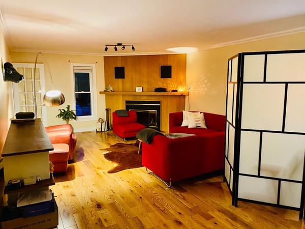 Spacious 4BR home in exclusive Ottawa neighborhood Home Rental in Ottawa 3 - thumbnail