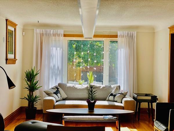 Spacious 4BR home in exclusive Ottawa neighborhood Home Rental in Ottawa 1 - thumbnail