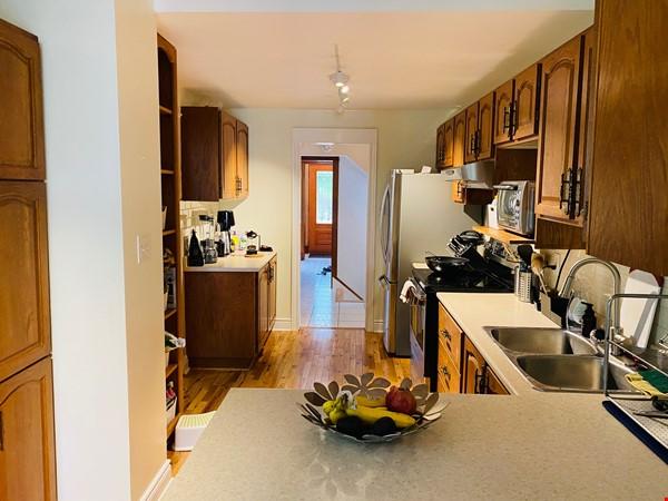 Spacious 4BR home in exclusive Ottawa neighborhood Home Rental in Ottawa 4 - thumbnail