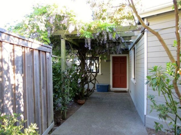 Inspiring Bay Area View Artists House for summer sublet! Home Rental in Richmond 8 - thumbnail
