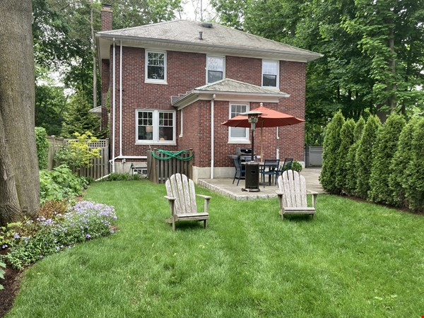 Charming 8 room Georgian-style house with garden 35 min from midtown NYC Home Rental in New Rochelle 8 - thumbnail