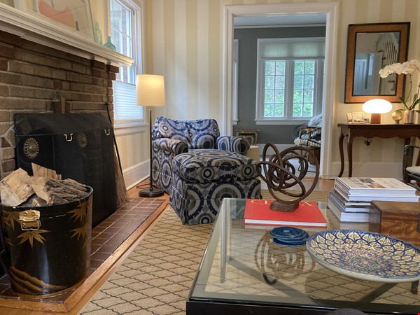 Charming 8 room Georgian-style house with garden 35 min from midtown NYC Home Rental in New Rochelle 1 - thumbnail
