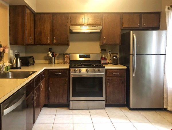 Condo in Bucolic Setting Near Rutgers, Princeton, Rider, TCNJ, Pharma, Tech Home Rental in North Brunswick Township 3 - thumbnail