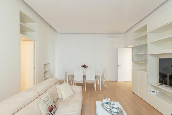 MINIMAL TRITONE APARTMENT - AC - Wifi Home Rental in Roma 2 - thumbnail