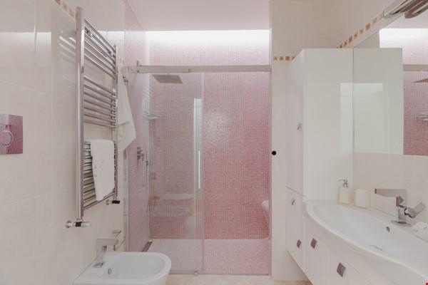 MINIMAL TRITONE APARTMENT - AC - Wifi Home Rental in Roma 5 - thumbnail