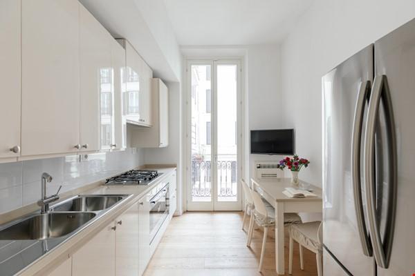 MINIMAL TRITONE APARTMENT - AC - Wifi Home Rental in Roma 6 - thumbnail