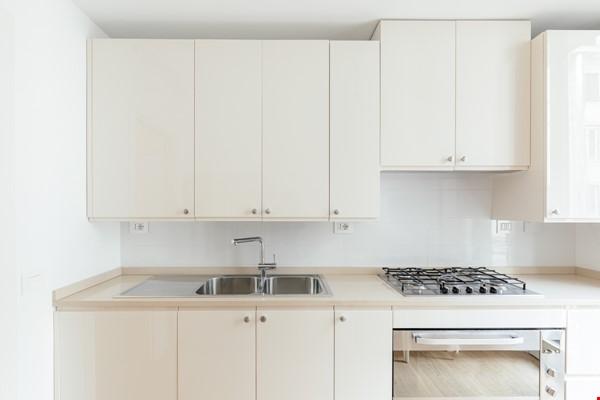 MINIMAL TRITONE APARTMENT - AC - Wifi Home Rental in Roma 7 - thumbnail