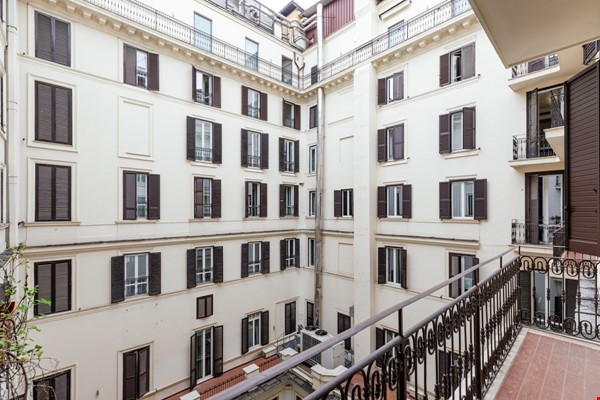 MINIMAL TRITONE APARTMENT - AC - Wifi Home Rental in Roma 8 - thumbnail
