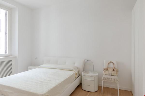 MINIMAL TRITONE APARTMENT - AC - Wifi Home Rental in Roma 3 - thumbnail
