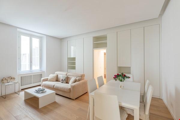 MINIMAL TRITONE APARTMENT - AC - Wifi Home Rental in Roma 0 - thumbnail