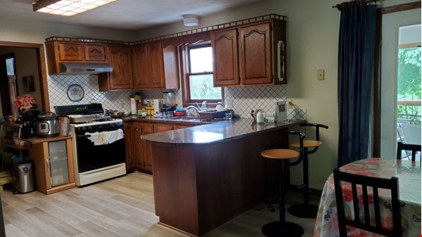 4 BR fully furnished home near University of Wisconsin-Madison Home Rental in Madison 2 - thumbnail