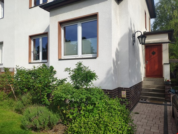 Furnished sublet: Spacious house w/ garden in the south-west of Berlin Home Rental in Berlin 9 - thumbnail