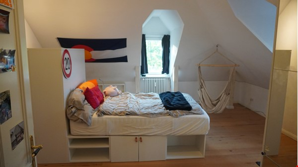 City villa with a large garden and courtyard in Berlin-Wilmersdorf Home Rental in Berlin 4 - thumbnail