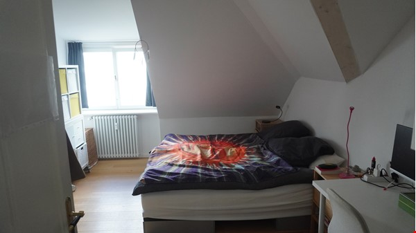 City villa with a large garden and courtyard in Berlin-Wilmersdorf Home Rental in Berlin 5 - thumbnail