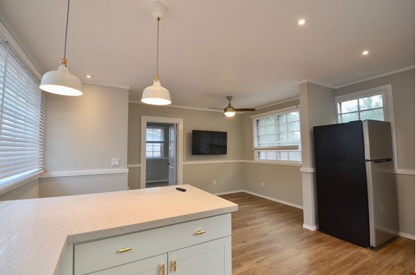 Well Lighted Private Cottage with private entrance from street Home Rental in San Jose 1 - thumbnail
