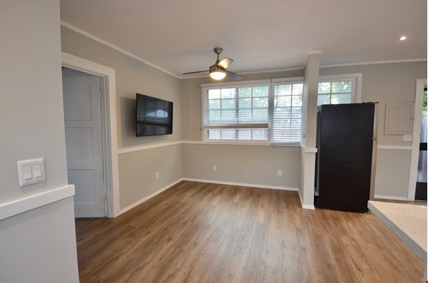 Well Lighted Private Cottage with private entrance from street Home Rental in San Jose 3 - thumbnail