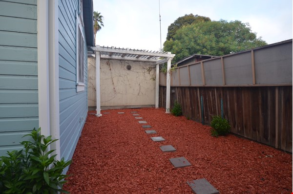 Well Lighted Private Cottage with private entrance from street Home Rental in San Jose 9 - thumbnail