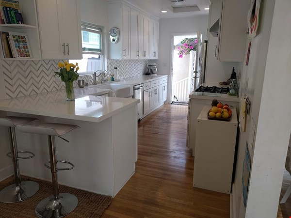 Lovely English cottage home in Westwood/Century City, near UCLA Home Rental in Los Angeles 1 - thumbnail