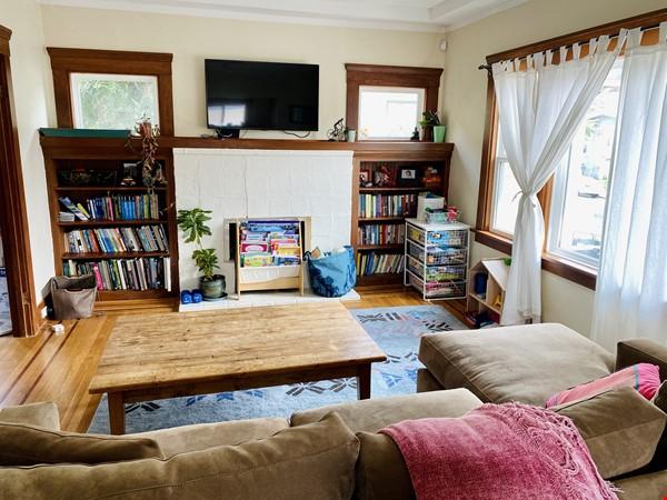 Beautiful craftsman home near UC Berkeley Home Rental in Oakland 0 - thumbnail
