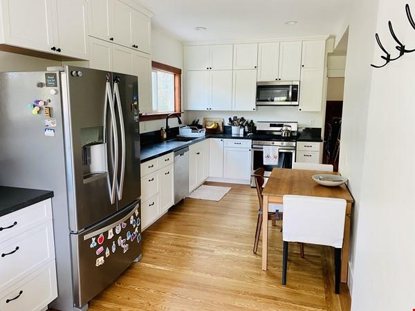 Beautiful craftsman home near UC Berkeley Home Rental in Oakland 1 - thumbnail