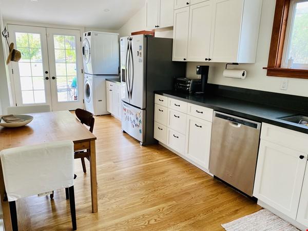 Beautiful craftsman home near UC Berkeley Home Rental in Oakland 2 - thumbnail