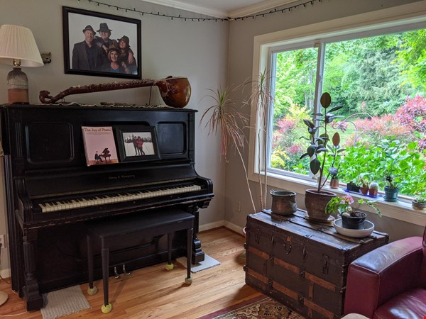 Cozy Fun Ravenna Home Home Rental in Seattle 2 - thumbnail