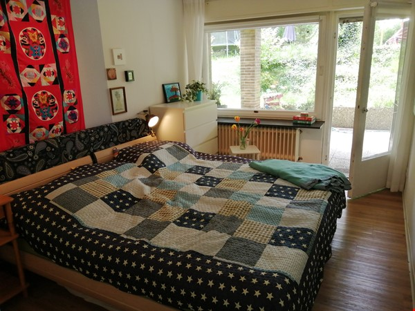 Grunewald apartment with large garden, 6 minutes by S-Bahn from city west Home Rental in Berlin 0 - thumbnail