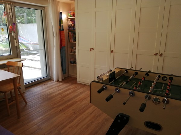 Grunewald apartment with large garden, 6 minutes by S-Bahn from city west Home Rental in Berlin 7 - thumbnail