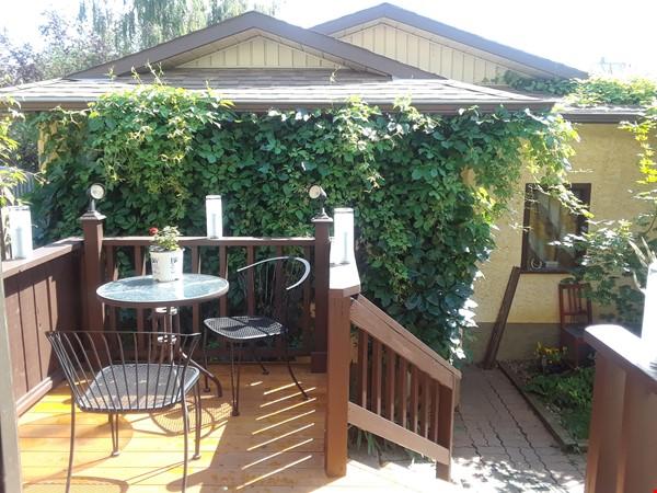 Cozy Semi-Detached in Inner City Neighbourhood Home Rental in Calgary 9 - thumbnail