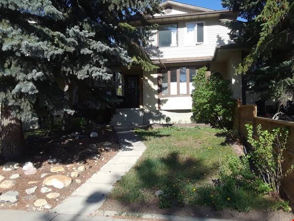 Cozy Semi-Detached in Inner City Neighbourhood Home Rental in Calgary 0 - thumbnail