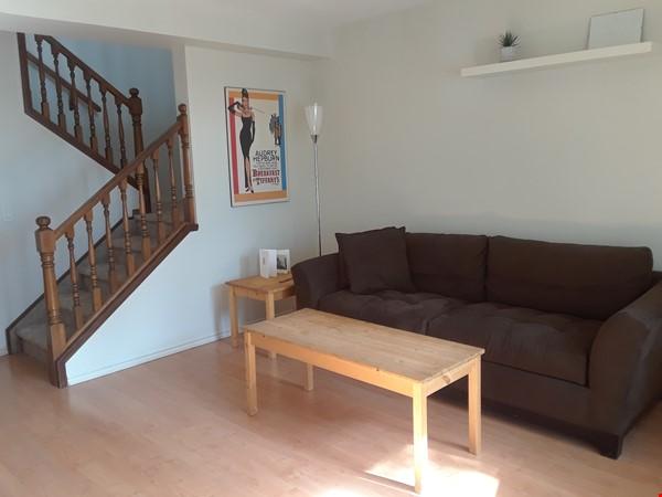 Cozy Semi-Detached in Inner City Neighbourhood Home Rental in Calgary 3 - thumbnail