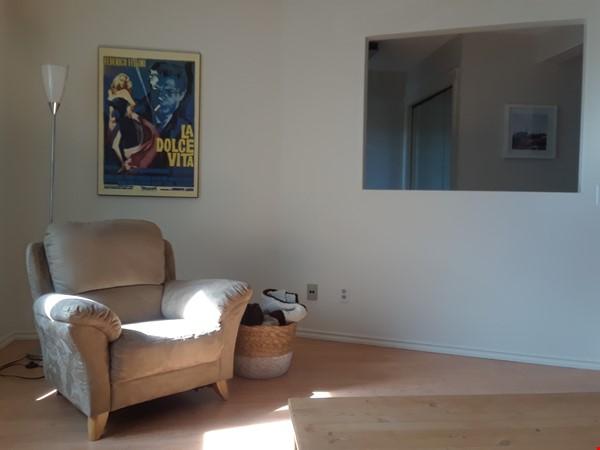 Cozy Semi-Detached in Inner City Neighbourhood Home Rental in Calgary 4 - thumbnail