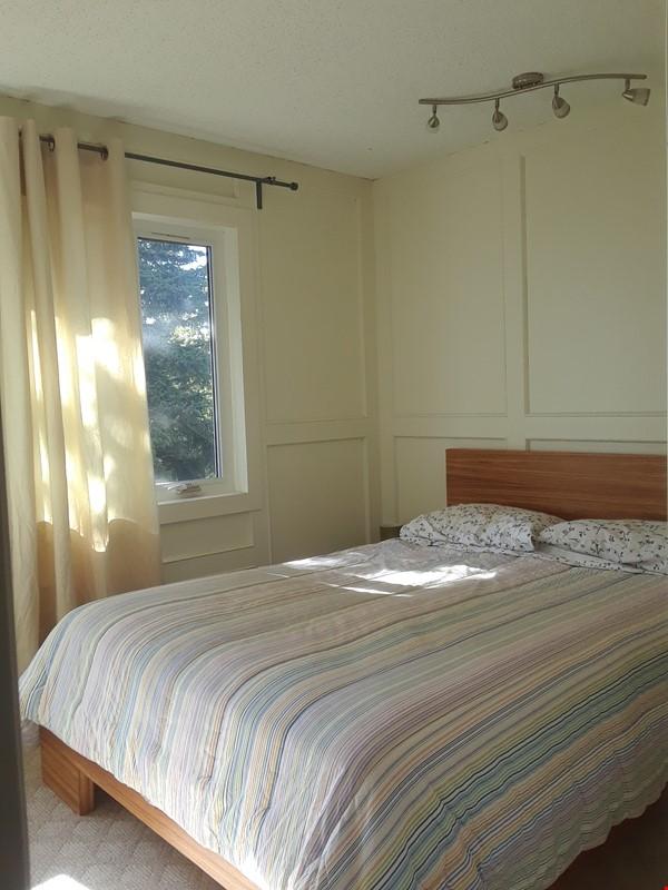 Cozy Semi-Detached in Inner City Neighbourhood Home Rental in Calgary 5 - thumbnail