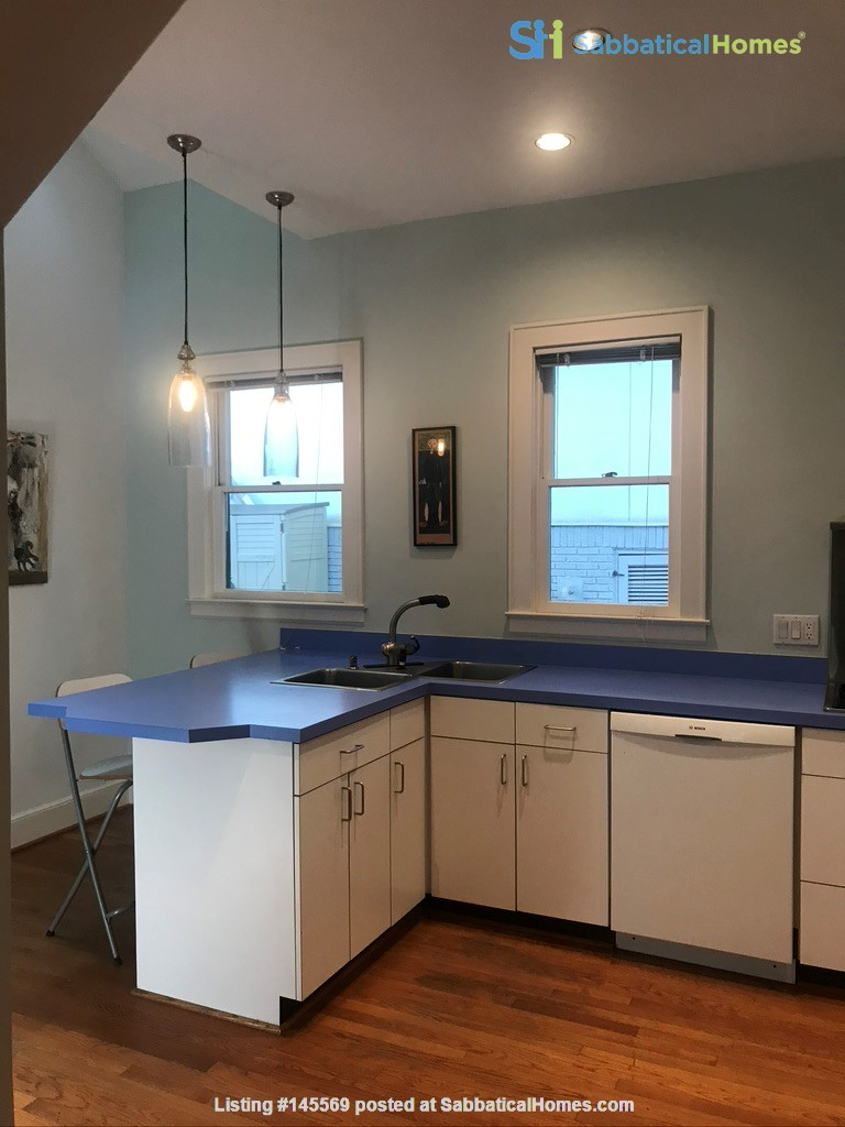 Beautiful corner hilltop setting only two blocks away from Piedmont Park Home Rental in Atlanta 3
