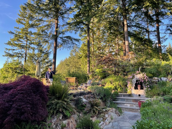Beautiful private Bowen Island home on 5 acres with studio space and pool Home Rental in Bowen Island 8 - thumbnail