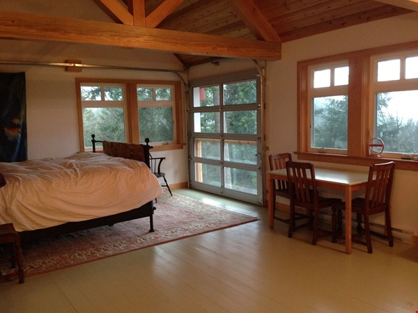 Beautiful private Bowen Island home on 5 acres with studio space and pool Home Rental in Bowen Island 7 - thumbnail