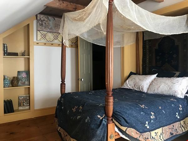 A Rural Writer's Sanctuary Home Rental in Bridport 1 - thumbnail