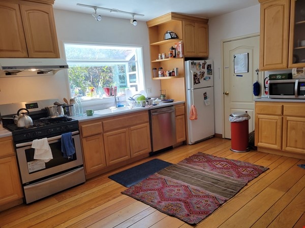 Beautiful, furnished sunny house with big garden patio and a closet-office Home Rental in Berkeley 2 - thumbnail