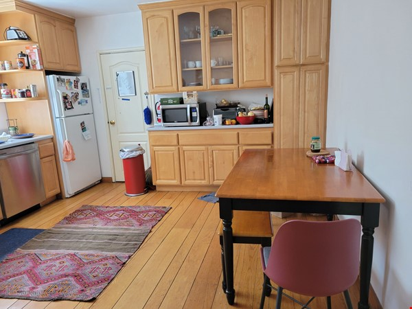 Beautiful, furnished sunny house with big garden patio and a closet-office Home Rental in Berkeley 3 - thumbnail