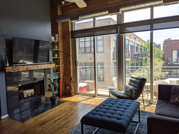 Bucktown/Wicker:*Furnished* spacious lofted condo, walk to dining, CTA, etc Home Rental in Chicago 3 - thumbnail