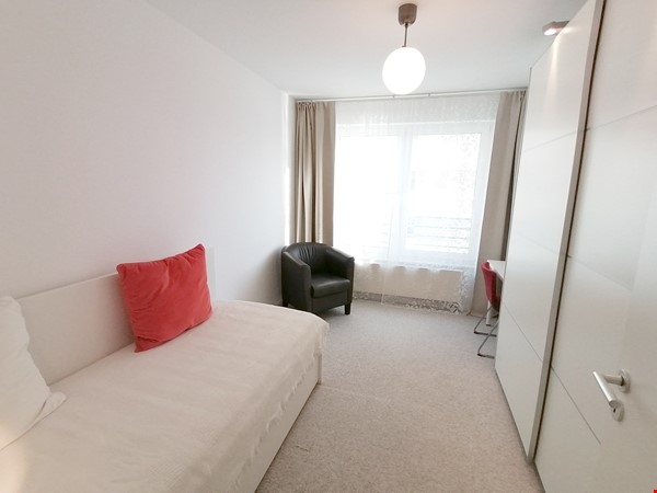Sunny river view 3-room/80sqm apt. with concierge, elevator & parking Home Rental in Berlin 7 - thumbnail