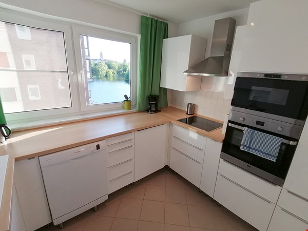 Sunny river view 3-room/80sqm apt. with concierge, elevator & parking Home Rental in Berlin 3 - thumbnail
