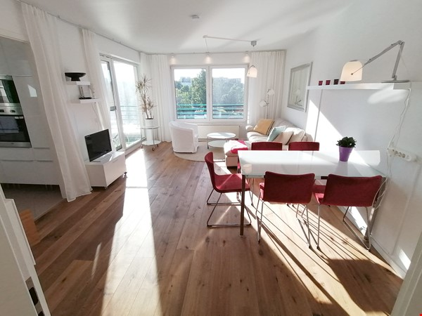 Sunny river view 3-room/80sqm apt. with concierge, elevator & parking Home Rental in Berlin 1 - thumbnail