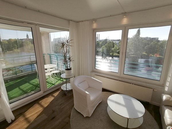Sunny river view 3-room/80sqm apt. with concierge, elevator & parking Home Rental in Berlin 8 - thumbnail
