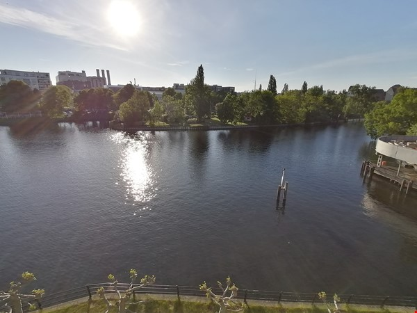 Sunny river view 3-room/80sqm apt. with concierge, elevator & parking Home Rental in Berlin 2 - thumbnail