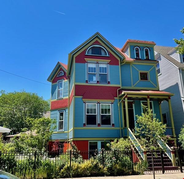 Magnificent 4bed/2.5bath Chicago Victorian House near Northwestern & Loyola Home Rental in Chicago 0 - thumbnail