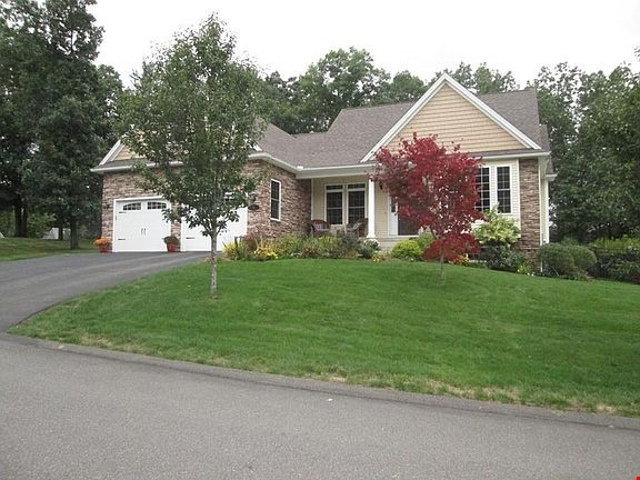 Lovely home, walking distance to Mount Holyoke and near the Five Colleges Home Rental in South Hadley 0 - thumbnail