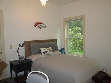 Lovely home, walking distance to Mount Holyoke and near the Five Colleges Home Rental in South Hadley 6 - thumbnail