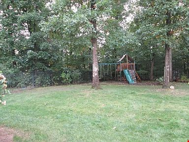 Lovely home, walking distance to Mount Holyoke and near the Five Colleges Home Rental in South Hadley 9 - thumbnail